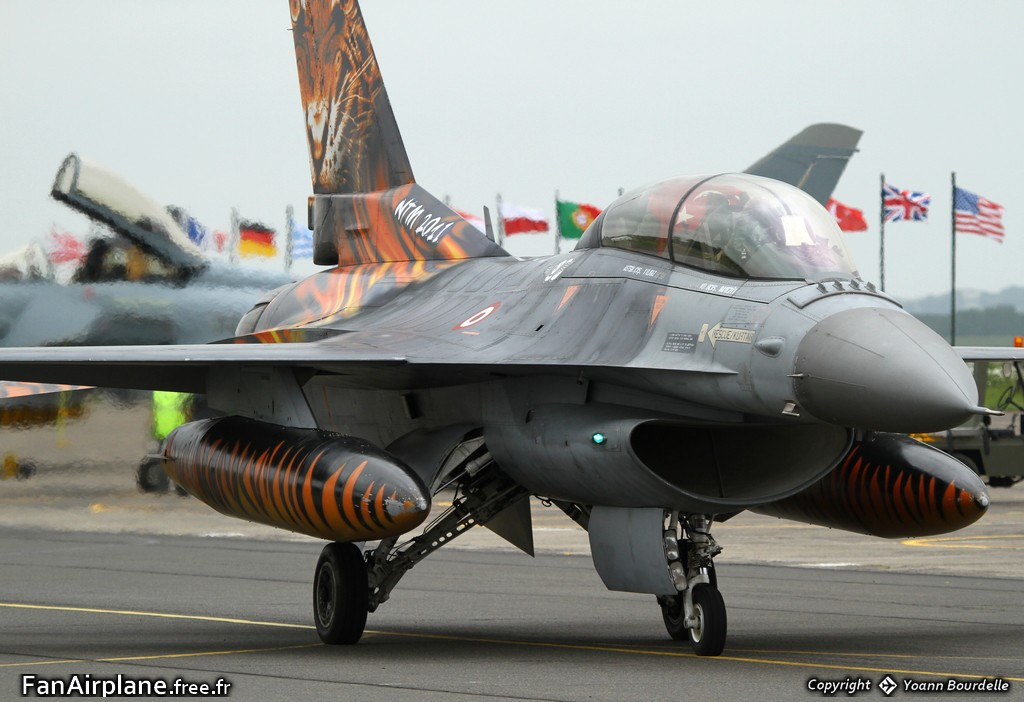 TUSAS F-16DJ Fighting Falcon - 93-0696